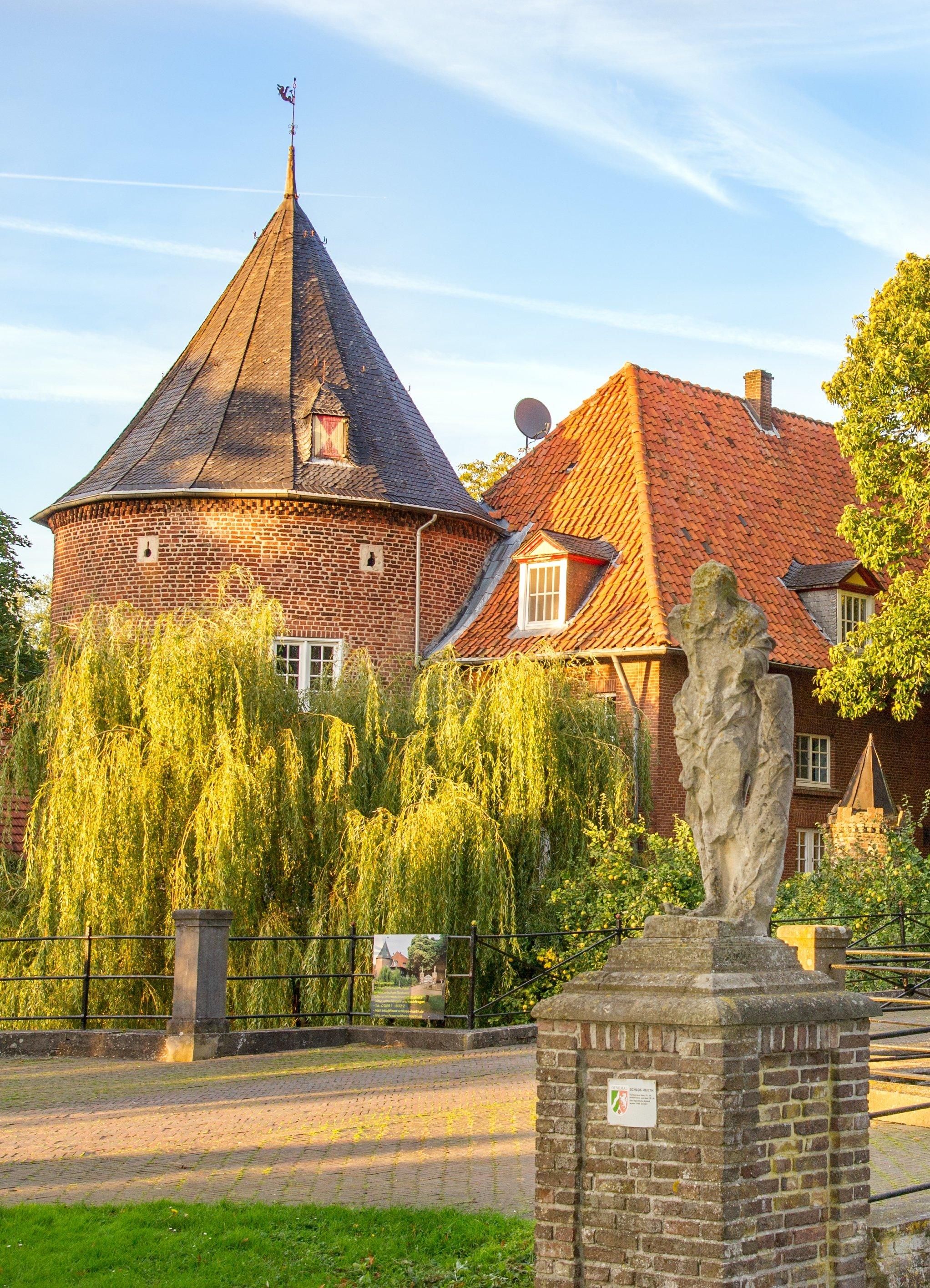 Schloss_Hueth-1.jpg